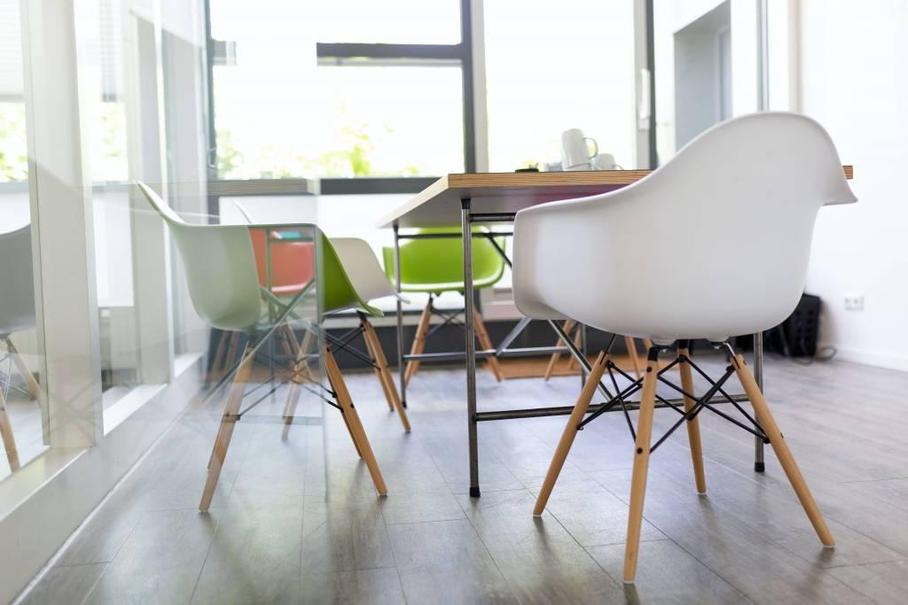 sillas Eames oficina de diseño